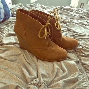 White Mountain Chestnut Brown Suede Wedge Booties